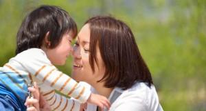 ママと小さな男の子